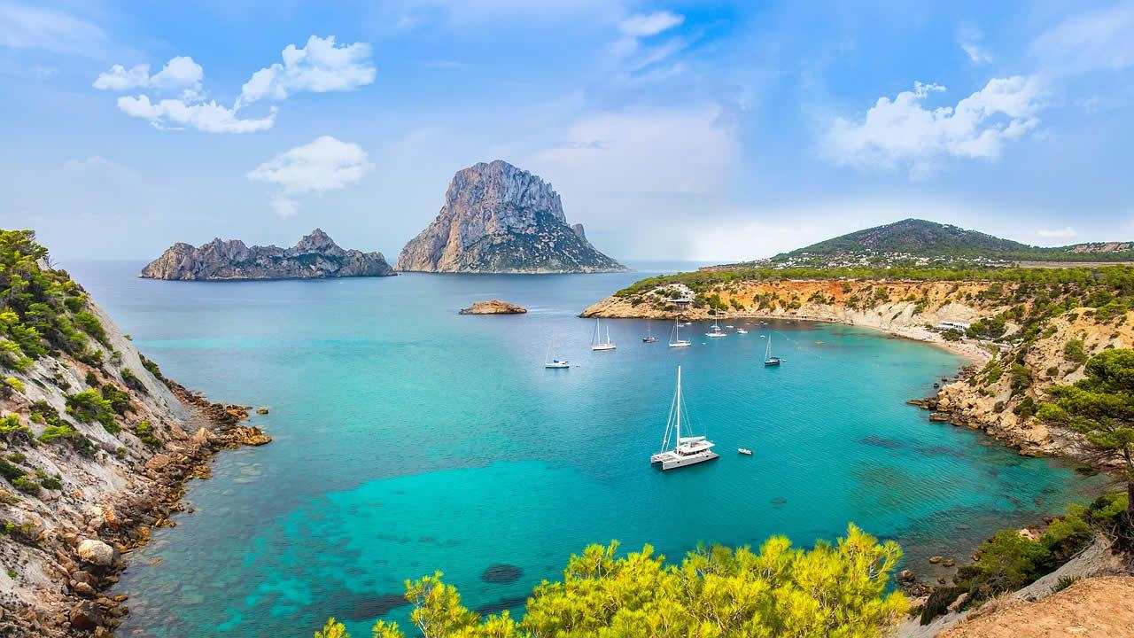 Une baie à Ibiza en Espagne